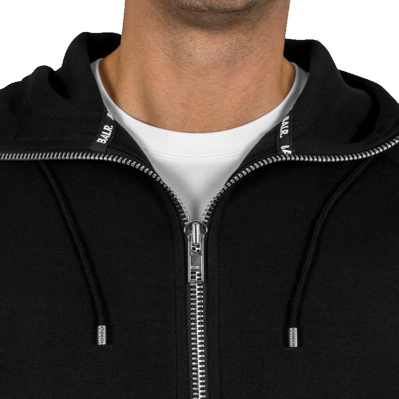 Q-Series Zipped Vest Detail